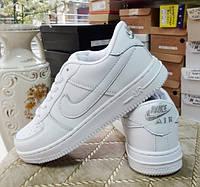 Кроссовки кожаные белые.