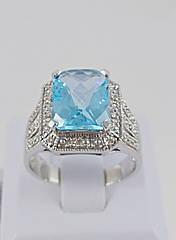 Кольцо золотое с бриллиантом и топазом