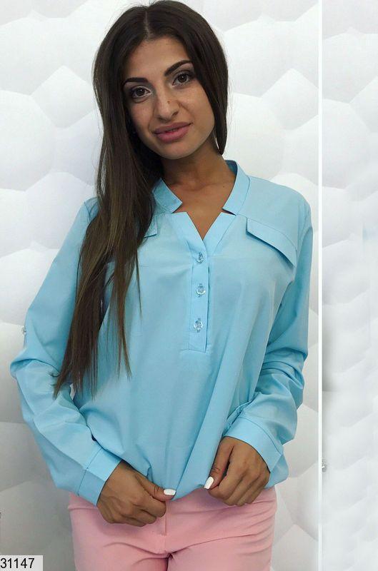Модная блуза внизу на резинке с фигурным вырезом на пуговицах, софт, голубой