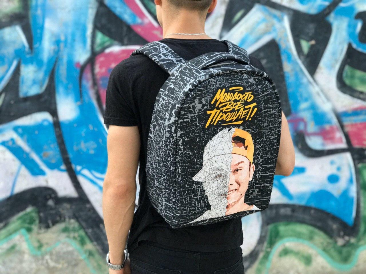 Різнокольоровий чоловічий рюкзак для спорту та школи Макс Корж (Прінт)