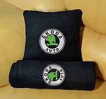 """Набір: Автомобільна подушка + плед з вишивкою логотипу """"Skoda"""""""