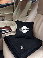 """Набір: Автомобільна подушка + плед з вишивкою логотипу """"Nissan"""""""