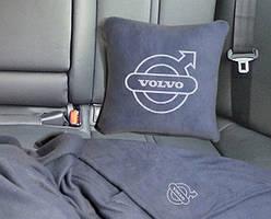 """Набір: Автомобільна подушка + плед з вишивкою логотипу """"Volvo"""""""