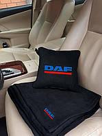 """Набір: Автомобільна подушка + плед з вишивкою логотипу """"DAF"""""""