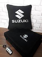 """Набір: Автомобільна подушка + плед з вишивкою логотипу """"Suzuki"""""""