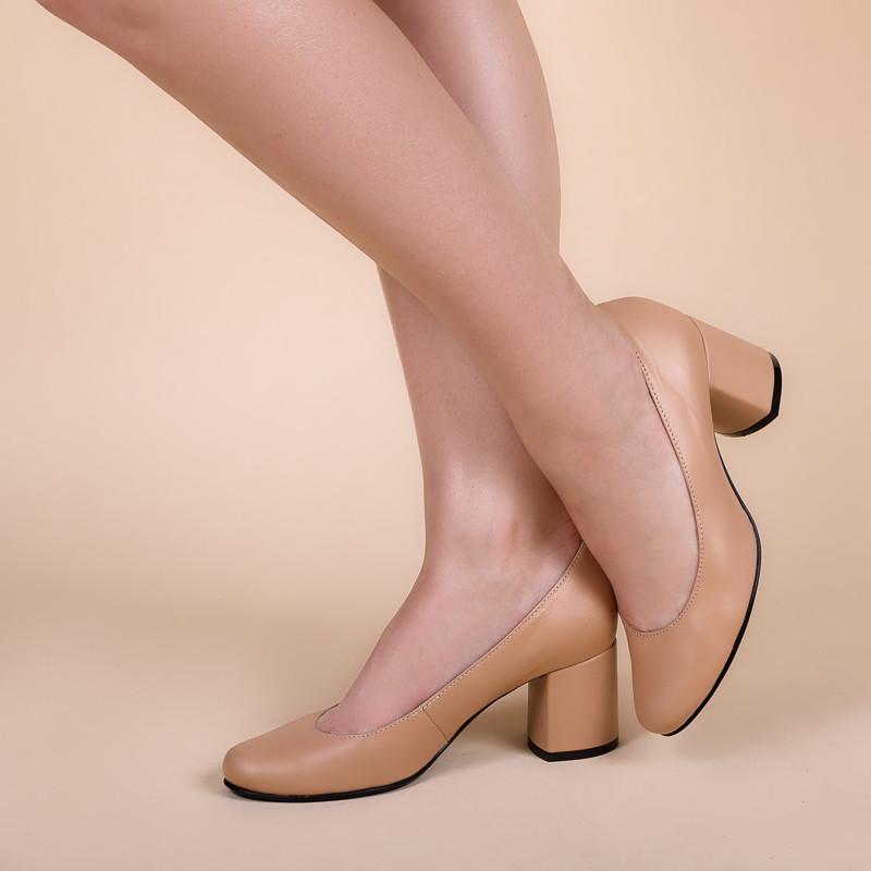 Женские туфли кожаные на среднем каблуке . Цвет любой