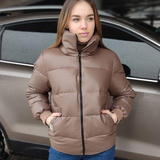 Модная демисезонная куртка из экокожи