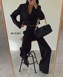 Жіночий брючний костюм з укороченим піджаком