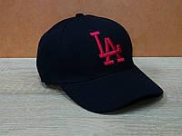 Стильная женская кепка с розовой вышивкой