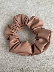 Жіноча резинка для волосся з еко-шкіри, об'ємна шкіряна резинка карамель, кожаная резинка бежевая