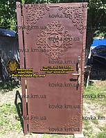 Металеві двері з орнаментальними вставками