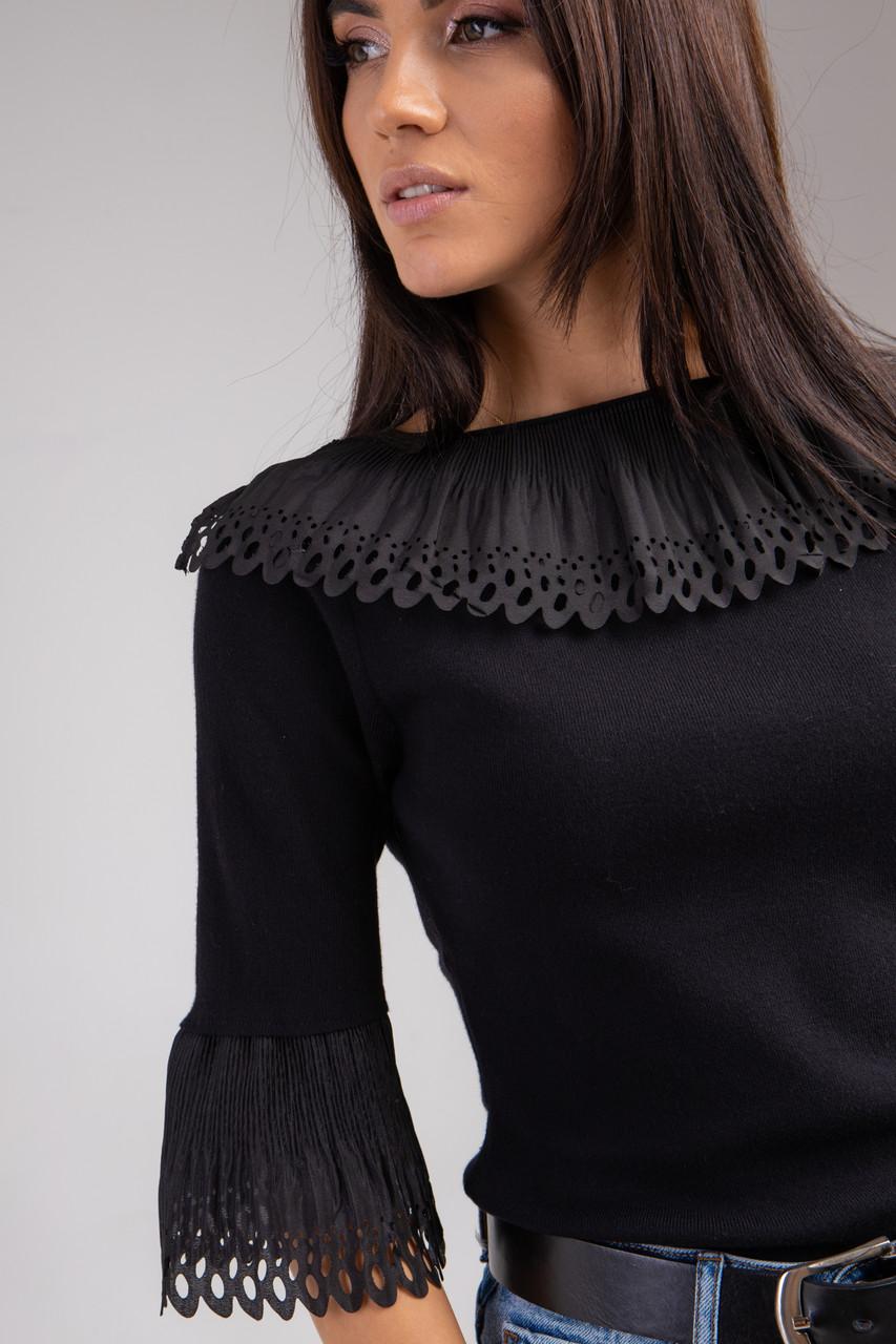 Ошатна кофта-блузка з коміром і рукавами-воланами в чорному кольорі в розмірі S/M і M/L