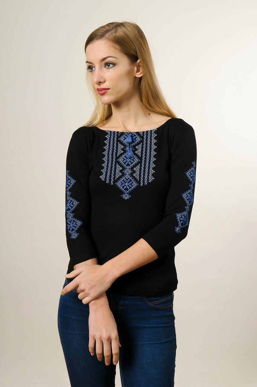 Модная женская футболка с вышивкой с рукавом 3/4 черного цвета с голубым орнаментом «Гуцулка»