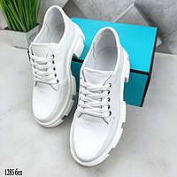 Женские кожаные туфли белого цвета