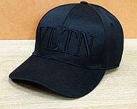 Стильная черная кепка в стиле VLTN