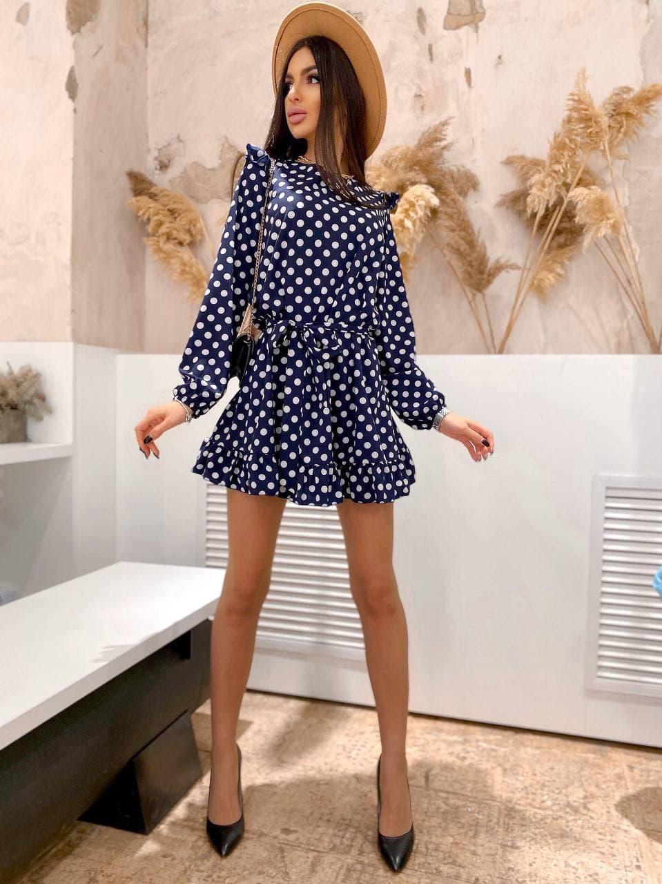 Платье в горох с длинным рукавом тренд 2021