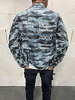 Молодіжний чоловічий піджак джинсовий джинсовці камуфляжна з написами блакитна | Стильна легка куртка сорочка, фото 1