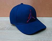 Коттоновая кепка синего цвета с вышитым значком