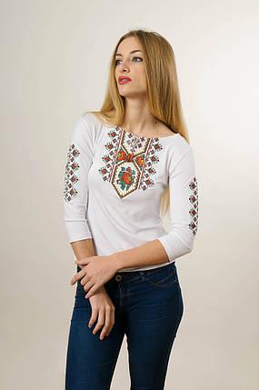 Женская вышитая футболка с рукавом 3/4 белого цвета с красным цветочным орнаментом «Маки цветные», фото 2