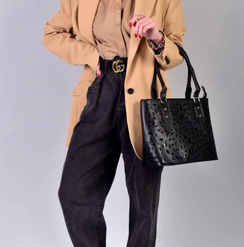Жіноча чорна сумка з перфорованим малюнком код 7-875