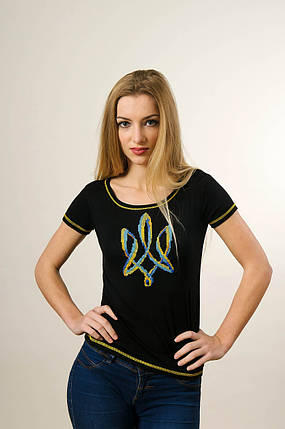 Чорна жіноча вишита футболка у патріотичному стилі «Тризуб», фото 2
