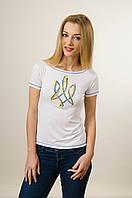 Жіноча патріотична вишита футболка білого кольору «Тризуб»