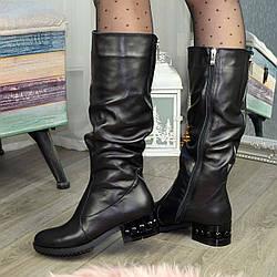 Сапоги женские кожаные на низком каблуке. Цвет черный