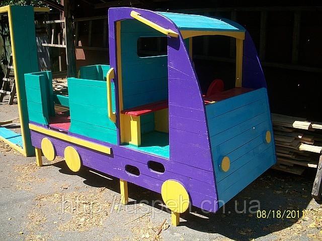 Машинка с горкой для детской площадки