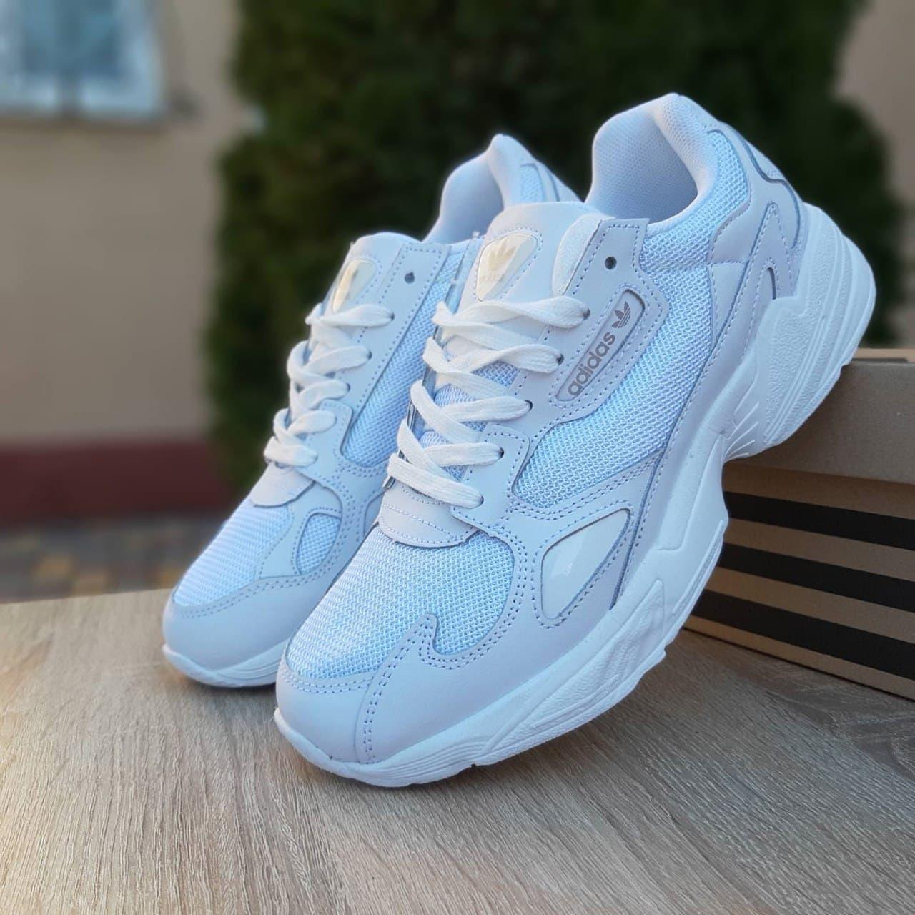Жіночі кросівки Адідас Falcon білого кольору