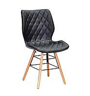 Черный стул из эко-кожи со стеганным сиденьем на деревянных ножках Nolan Q с металлической крестовиной
