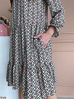 Яскраве жіноча сукня вільного крою з вирізом крапелька на зав'язках і оригінальним принтом з 42 по 48 розмір, фото 4