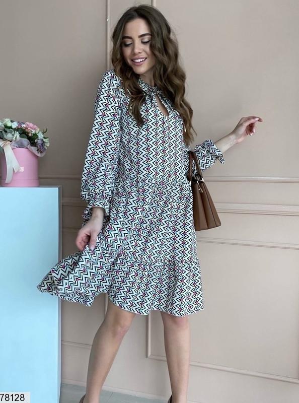 Яскраве жіноча сукня вільного крою з вирізом крапелька на зав'язках і оригінальним принтом з 42 по 48 розмір