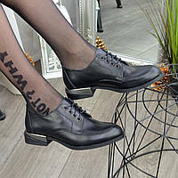 Туфли женские кожаные на каблуке. Цвет черный