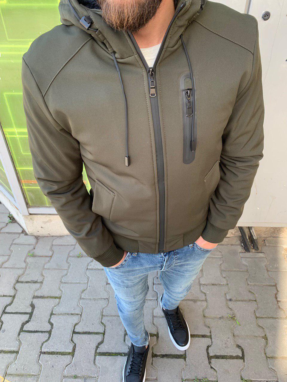Куртка мужская стильная тёплая с капюшоном на молнии хаки с мехом  однотонный