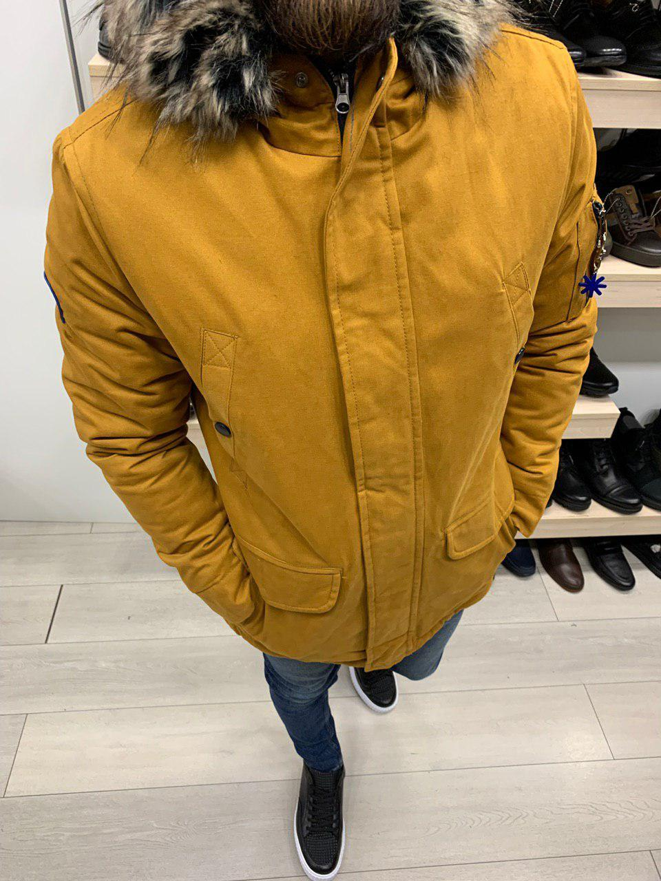 Куртка парку чоловіча стильна тепла з каптуром на блискавці жовта гірчиця з хутром однотонна