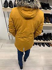 Куртка парку чоловіча стильна тепла з каптуром на блискавці жовта гірчиця з хутром однотонна, фото 3