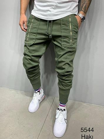 Джинсы мужские зеленые стильные с карманами на манжетах, фото 2
