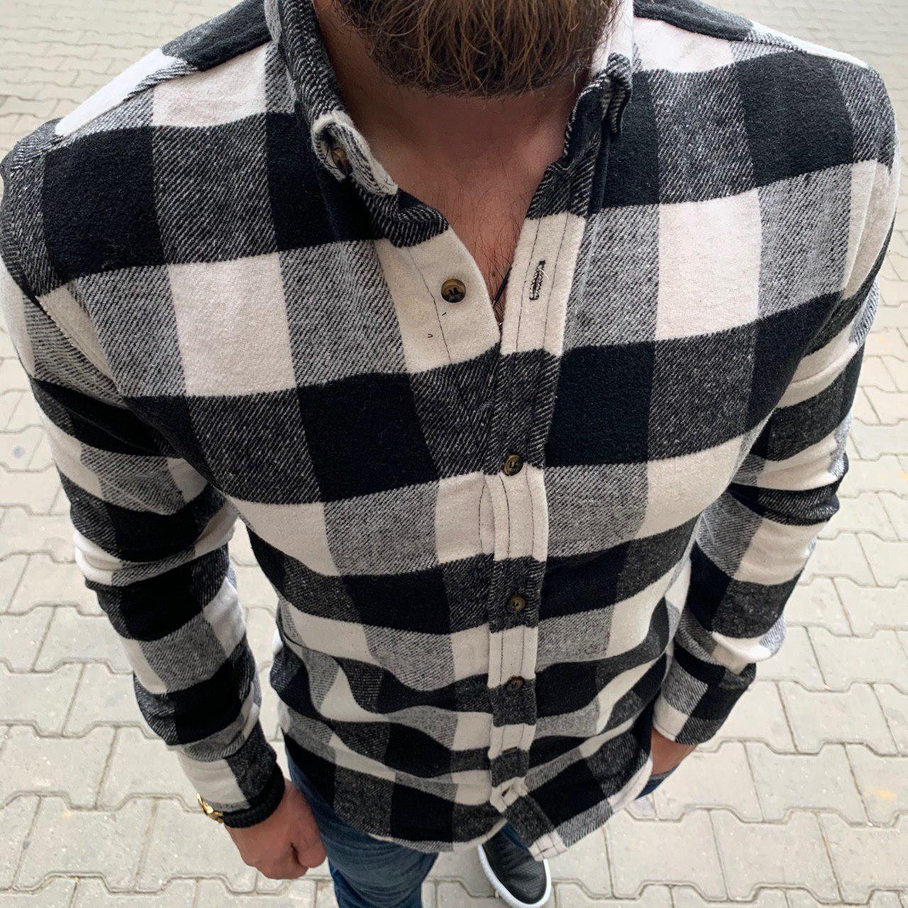 Рубашка мужская утеплённая стильная на молнии с капюшоном в клетку белая с чёрным