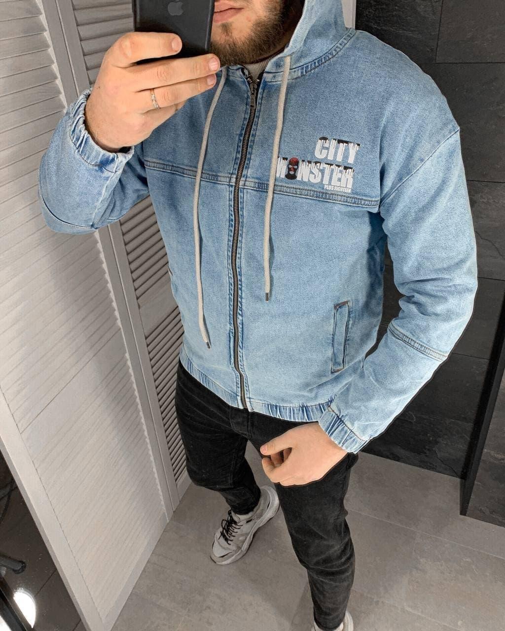 Куртка мужская джинсовая голубая на манжетах с  капюшоном и надписями