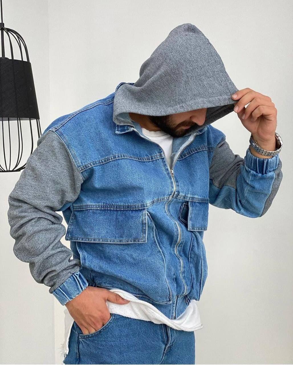 Куртка чоловіча джинсова блакитна на манжетах з сірим капюшоном і рукавами