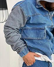 Куртка чоловіча джинсова блакитна на манжетах з сірим капюшоном і рукавами, фото 2
