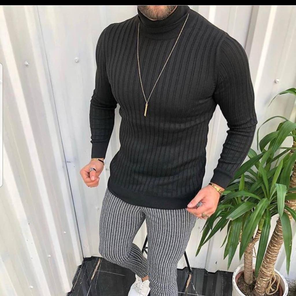 Мужской стильный гольф облегающий чёрный с горлом