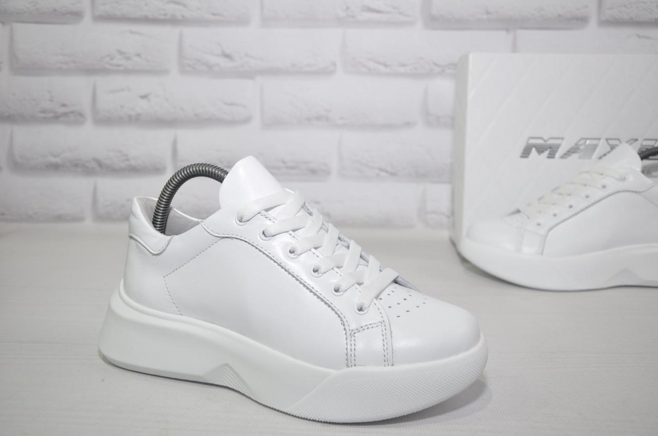 Білі жіночі кросівки натуральна шкіра на платформі MAXUS