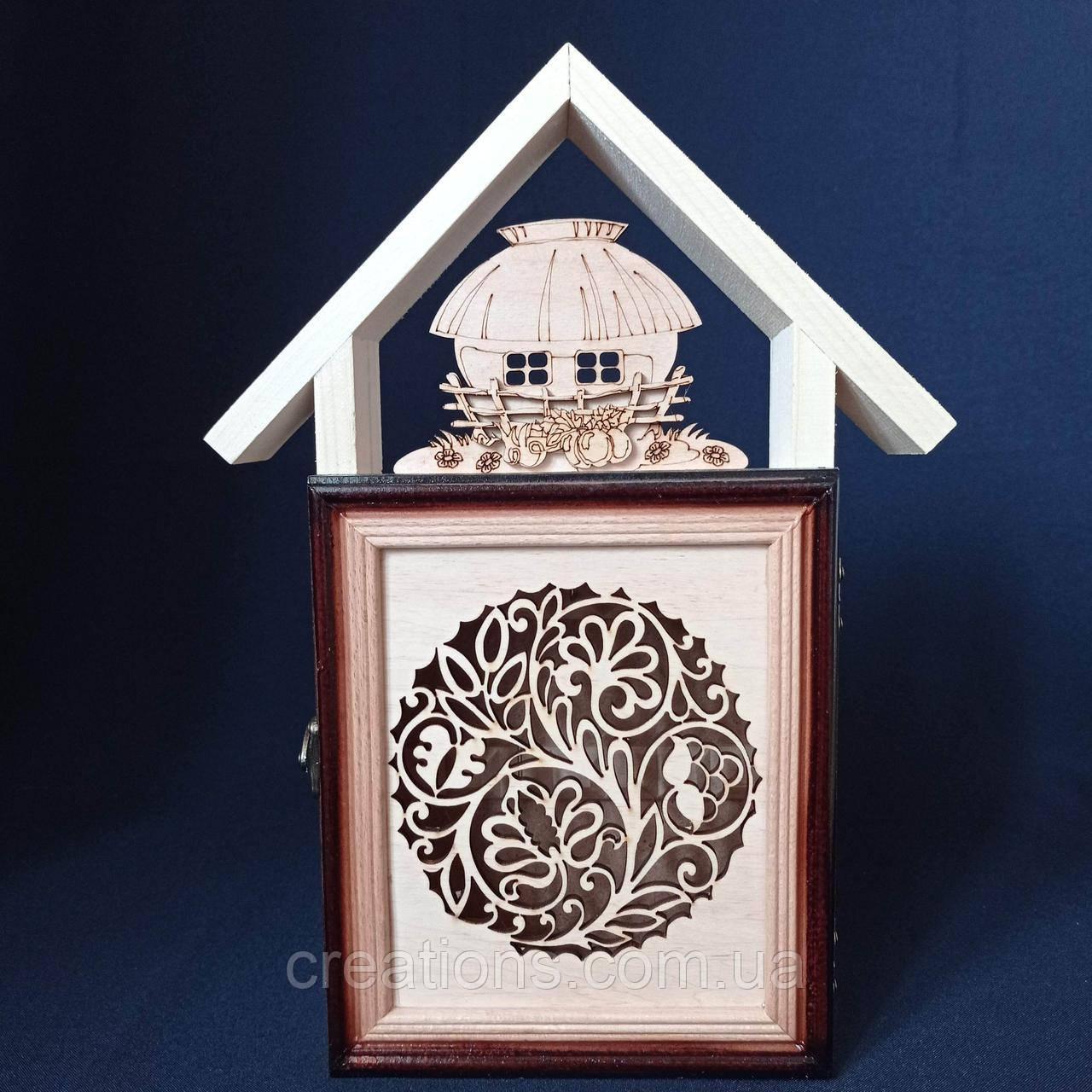 """Ключниця настінна з дерева """"будиночок"""" на 5 гачків, 33 див."""
