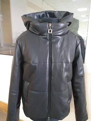 Курточка молодёжная из эко-кожи с капюшоном демисезонная, фото 2