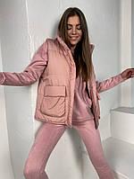 Женская стильная жилетка с накладными карманами на утеплителе силикон (Норма), фото 10