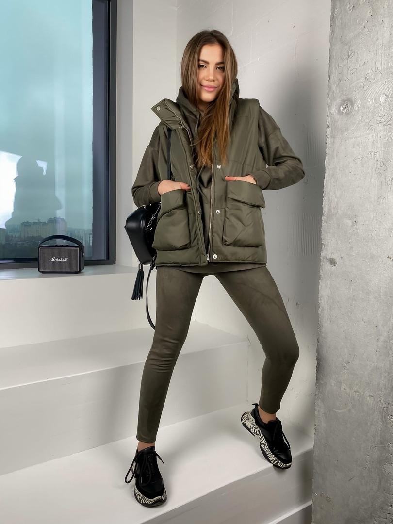 Женская стильная жилетка с накладными карманами на утеплителе силикон (Норма)