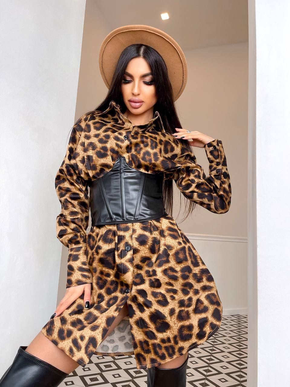 Платье - рубашка в леопардовый принтс черным кожаным корсетом на талии (р. 42-44) 5py2210