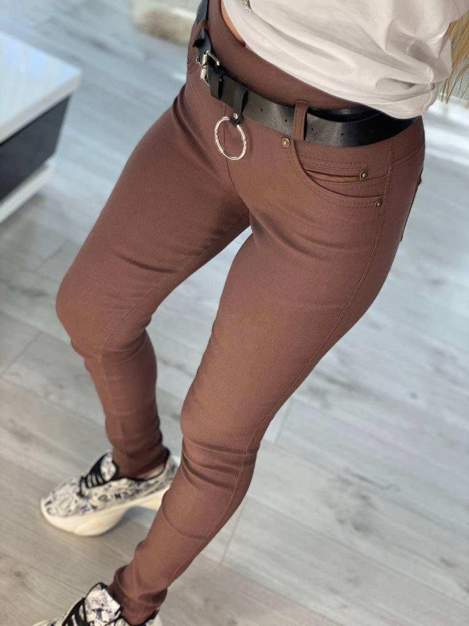 Штани жіночі однотонні трендові з кишенями і емблемою на попі посадка середня (р. 42 - 58) 5212589