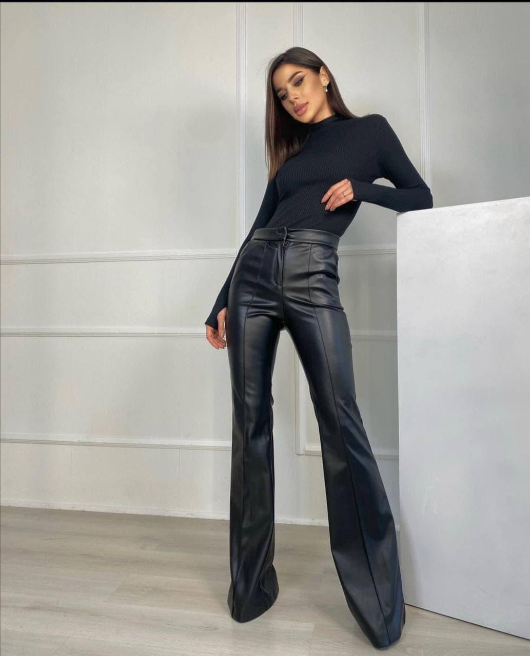 Расклешенные брюки из экокожи трендовые женские посадка средняя (р.42-48) 16bu591